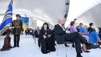Le patriarche Bartholomée sur la plate-forme pour les invités VIP lors des célébrations de la fête de l'indépendance de l'Ukraine